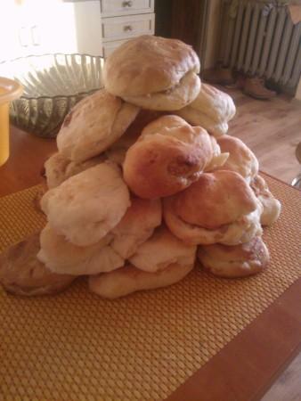 Szczodraki wypieczone przez Waszego redaktora. Tutaj w formie słodkich bułeczek nadziewanych białym serem i jabłkami.