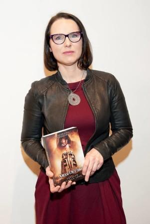 Autorka z tomem powieści